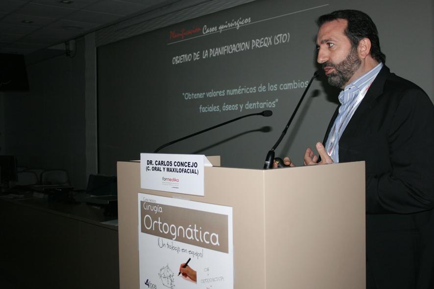 El Dr Carlos Concejo en su ponencia